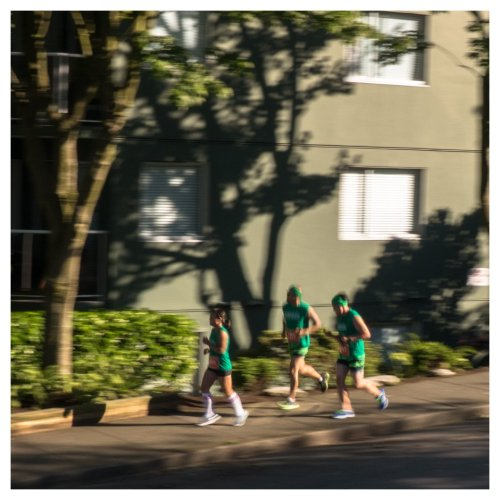 runners in green